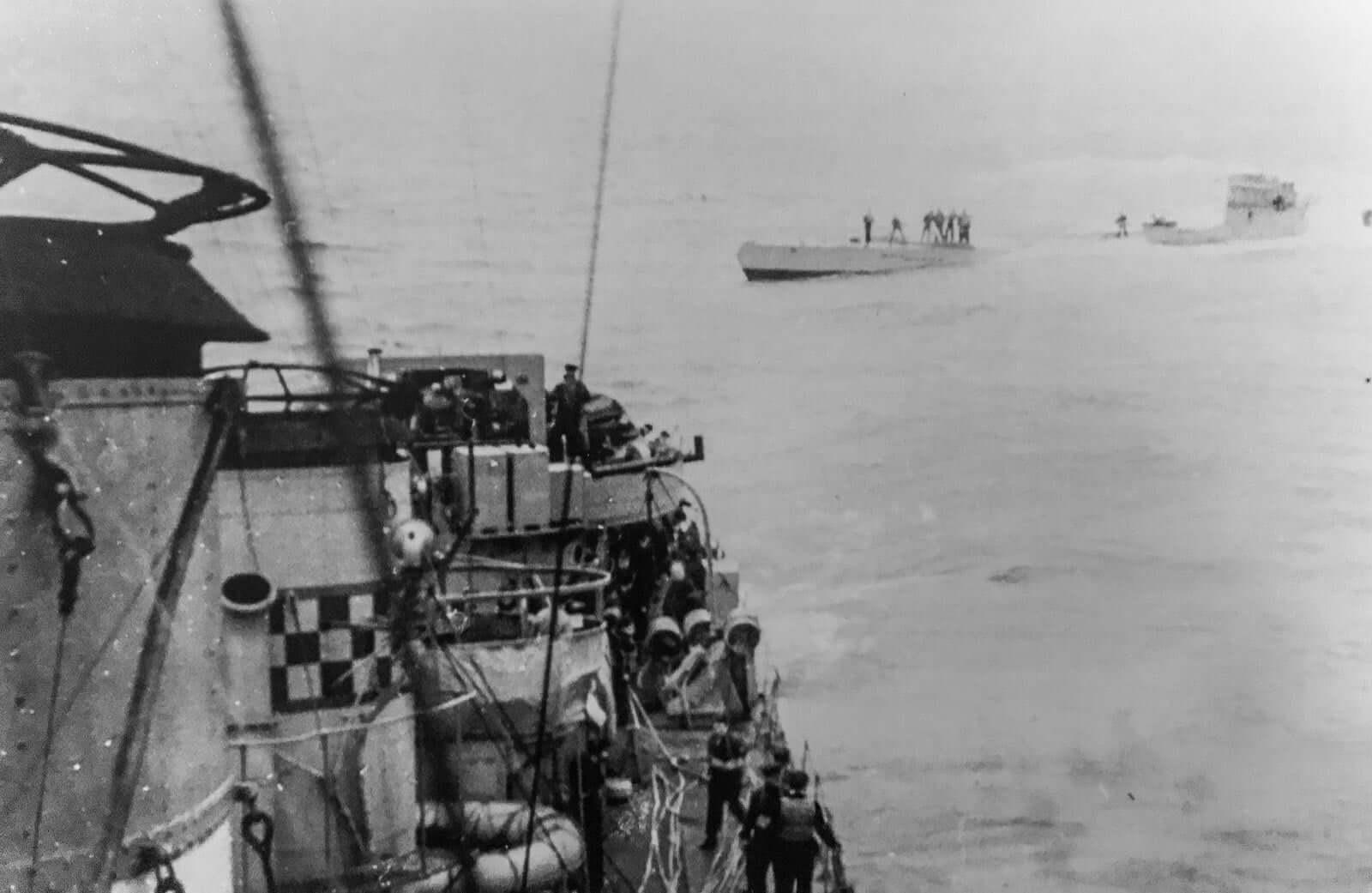U110 submarine surfaced from the deck of HMS Bulldog