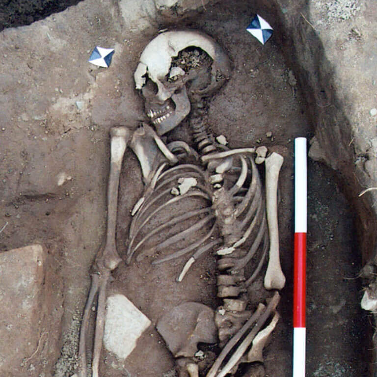 A skeleton with codename Norþan-hymbre as discovered in the bowl hole graveyard